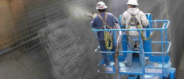 Послойное нанесение бетонной смеси на поверхность строительной конструкции форма строй бетон