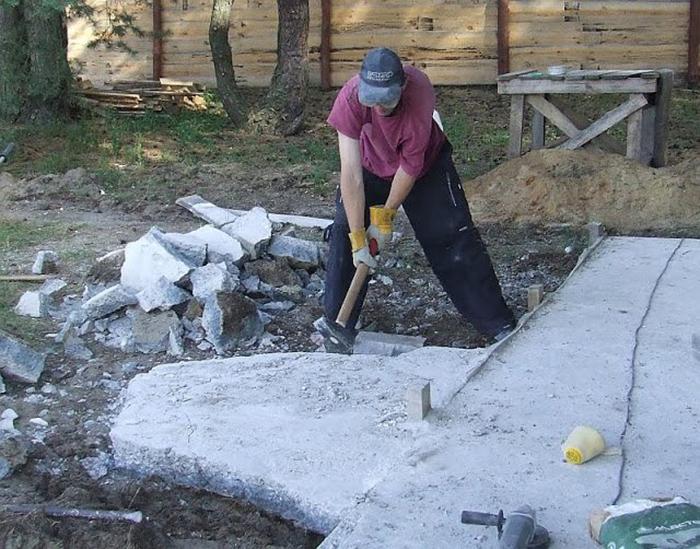 разбить бетонный фундамент